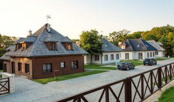 Zamkowe Wzgórze, Osiem domków w Kazimierzu Dolnym