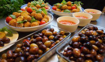 Baklawa, hummus i wino, czyli smacznie w Izraelu